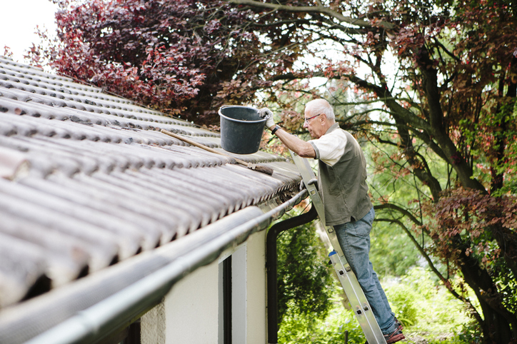 4-Extremely-Important-Steps-to-Clean-Your-Roof